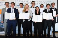 """2016-17 3. Platz für die HAK Landeck beim """"DiplomaThesisAward 2017"""""""