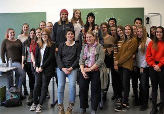 """2018-19 Das Landestheater spielte an der HAK/HAS und HLW Landeck """"Bilge Nathan"""""""